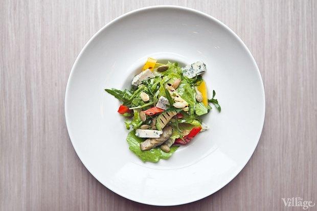 Листья салата с овощами гриль и сыром дорблю — 310 рублей . Изображение № 12.