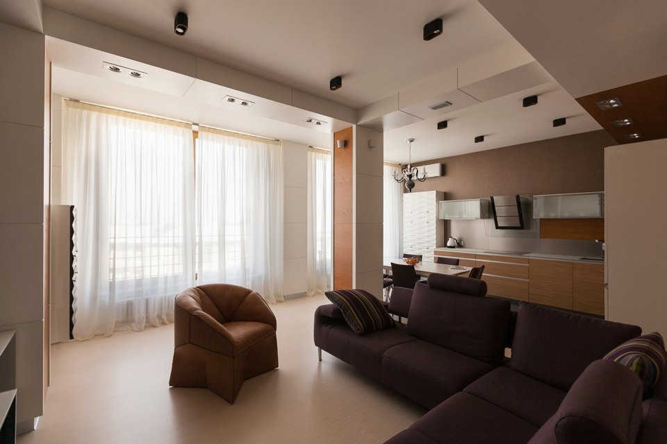 Трёхкомнатная квартира сострогим интерьером. Изображение № 4.