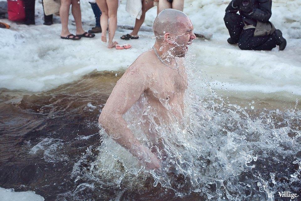 Люди в городе: Ныряльщики на Крещение. Изображение № 7.