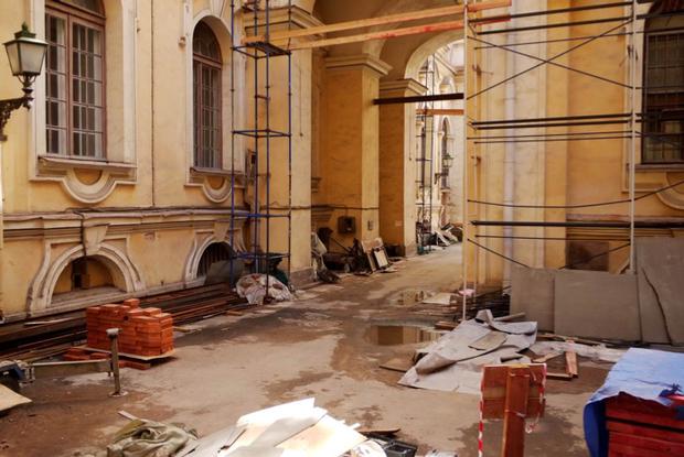 Во дворах Эрмитажа будут устраивать выставки. Изображение № 7.