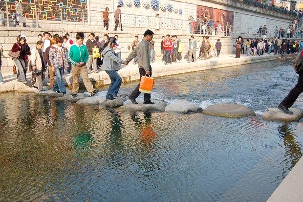 Иностранный опыт: Раскопанная река в Сеуле. Изображение № 9.
