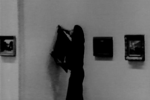 Ulay (Frank Uwe Laysiepen) / Франк Уве Лайсипен. Da ist eine kriminelle Berührung in der Kunst («Это криминальное прикосновение к искусству»). Акция в 14 частях, видео 25'31″, Берлин, 1976. Изображение № 5.