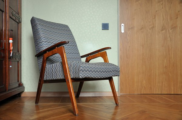 Своими руками: Обновить обивку старого кресла. Изображение № 8.