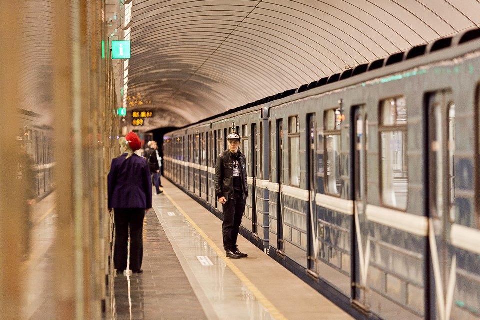 Люди в городе: Первые пассажиры ночного метро . Изображение № 3.