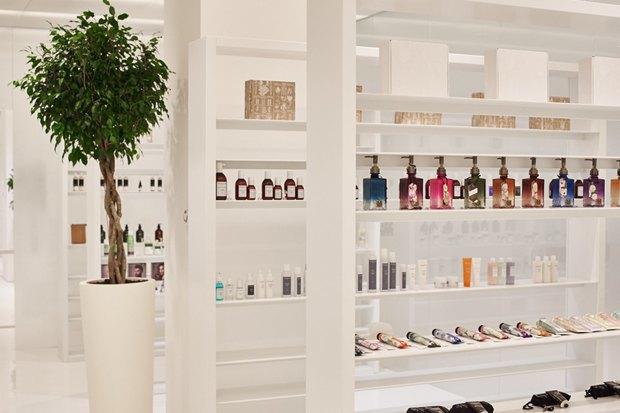 В AuPontRouge открылся этаж Cosmotheca сминималистическим дизайном иконвейером. Изображение № 10.