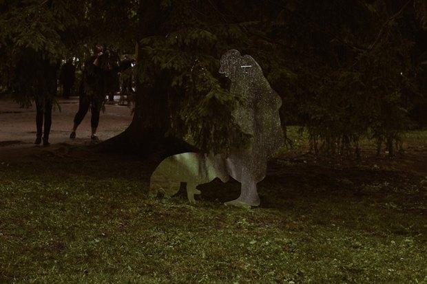 Зеркальные скульптуры «Ночлежки» в нижнем парке Петергофа 6CzZu10lhWPvK_mH37dvhA-article