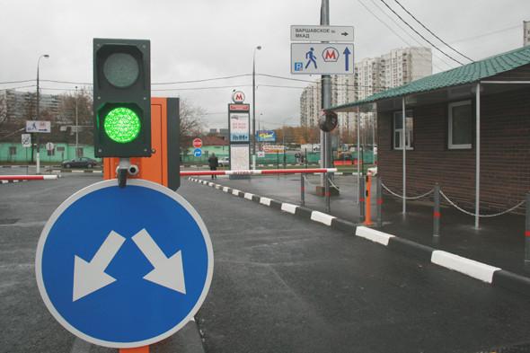 Водителям на территории парковки приходится соблюдать правила дорожного движения: максимально разрешённая скорость — 10 км/ч.. Изображение № 8.