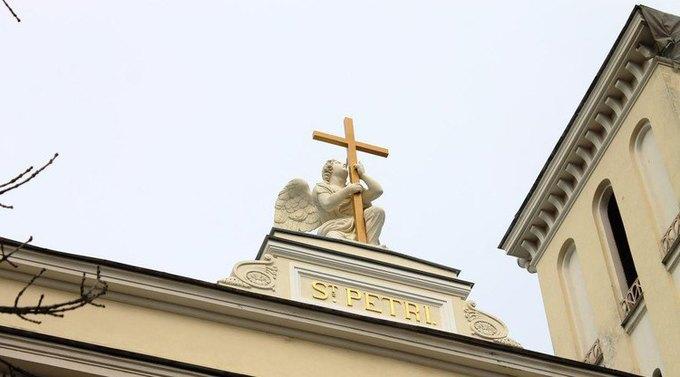 Реставраторы обновили скульптуру ангела наПетрикирхе