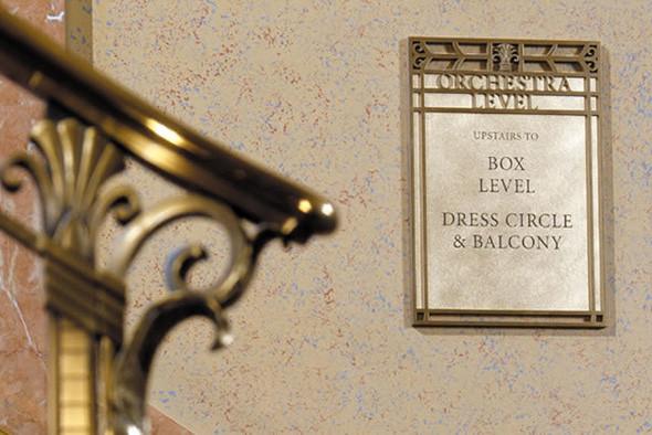 Оформление концертного зала в Кливленде — пример удачного сочетания графического дизайна и физических характеристик места (в данном случае — исторического интерьера).. Изображение № 9.