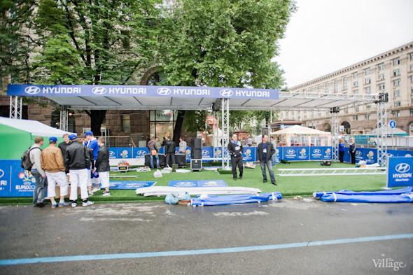 Фоторепортаж: Улица футбола — фан-зона на Крещатике. Зображення № 12.