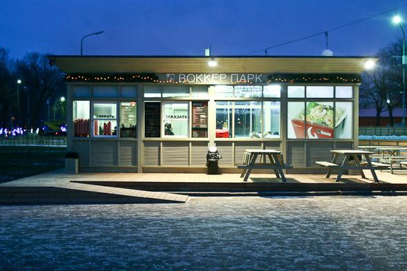 Бегущий на лезвиях: Первые посетители катка в парке Горького. Изображение № 24.