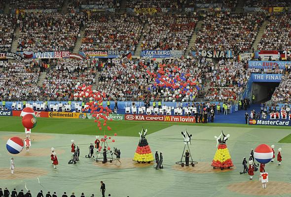 800 волонтеров примут участие в церемонии закрытия чемпионата в Киеве. Изображение № 16.