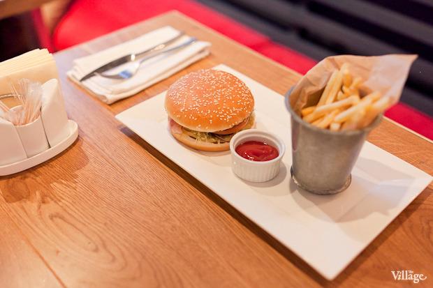Чизбургер с картофелем фри — 250 рублей. Изображение № 36.