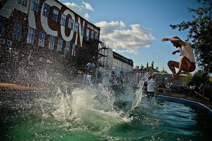 На «Флаконе» откроют пляжную зону с водной трассой для сёрфинга. Изображение № 2.