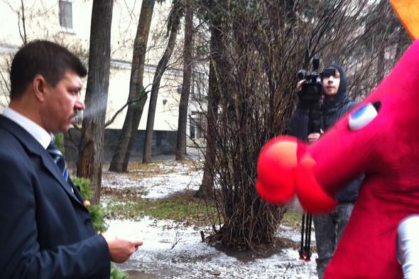 Лошадь убивает никотин: Антитабачная акция «Конь Долбак» в Москве. Изображение № 2.