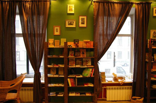 Независимая типография «Своё издательство» открыла книжный на В. О.. Изображение № 2.