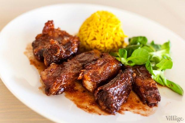 Свиные ребра в азиатском стиле, с рисом басмати и листьями салата — 96 грн.. Изображение № 35.
