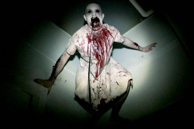 «Искатели могил— 2». Продолжение ужастика 2011 года, герои которого поверили в то, что первая часть — документальный фильм, и оправились проверять свои догадки. Психушка, трясущаяся камера, «мы все здесь умрём».. Изображение №1.