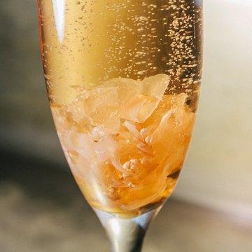 Пять праздничных коктейлей сигристым вином. Изображение № 3.