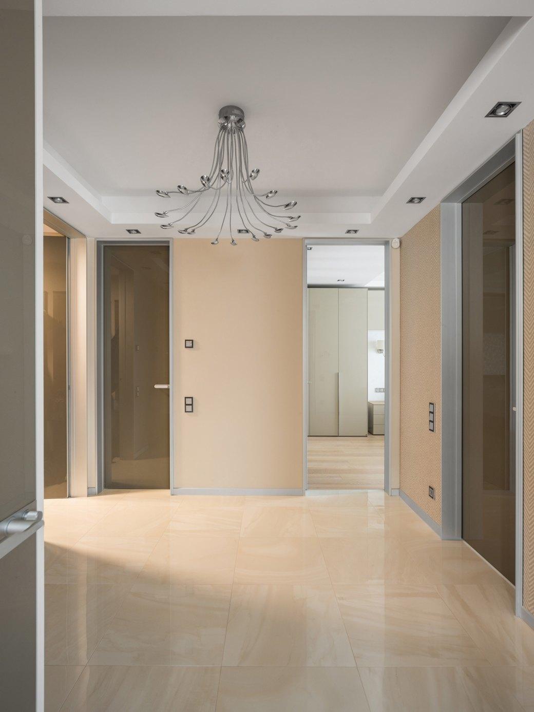 Большая квартира сострогим интерьером в«Парадном квартале» (Петербург). Изображение № 11.
