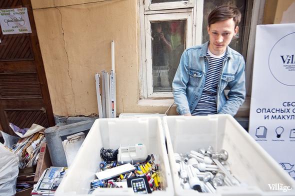 Фоторепортаж: Люди, покупки и опасные отходы на Garage Sale. Изображение № 2.