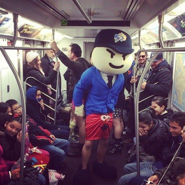Флешмоб «В метро без штанов» в снимках Instagram. Изображение № 8.