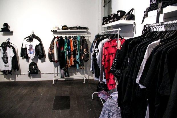 В «Этажах» открылся магазин с одеждой молодых британских и испанских марок. Изображение № 2.