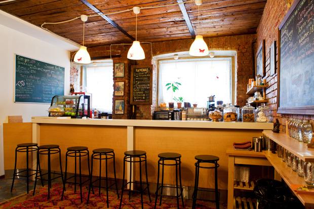 Смешной формат: Кафе при магазинах, студиях йоги исалонах красоты. Изображение № 17.