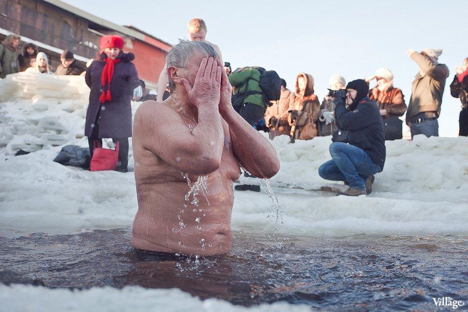 Люди в городе: Ныряльщики на Крещение. Изображение № 5.