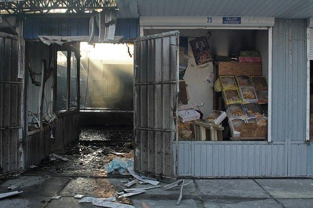 На рынке «Оболонь» выгорел весь торговый павильон. Зображення № 4.