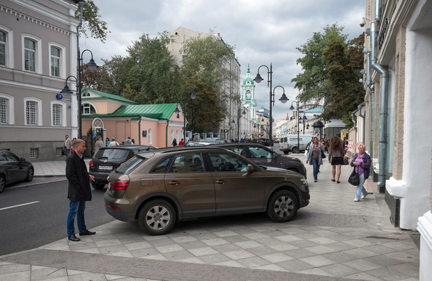 Стихийная парковка на Пятницкой улице. Изображение № 2.