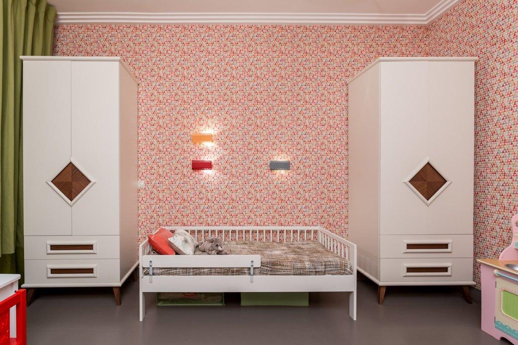 Квартира с яркими акцентами длябольшой семьи. Изображение № 2.