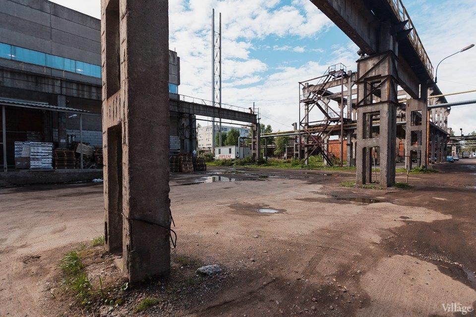 Фоторепортаж: Как действующий завод становится музеем стрит-арта. Изображение № 21.