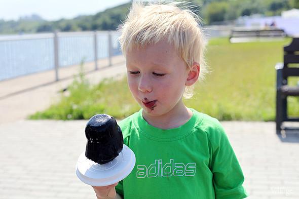 Детям тоже мороженое понравилось, особенно «Дарт Вейдер», самый ходовой из всех. Изображение № 73.