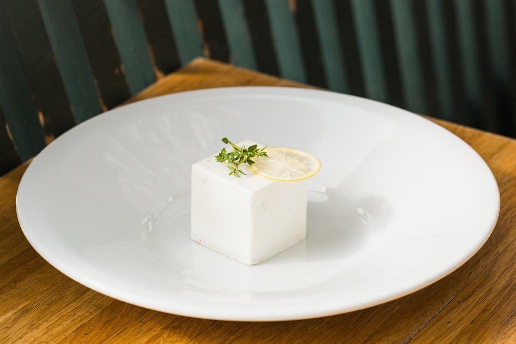 Вкус соснового леса и чёрный чеснок: Самые необычные десерты Петербурга . Изображение № 3.