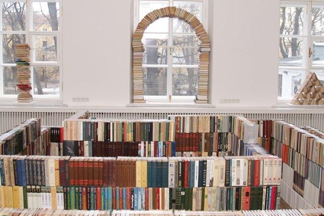 Издания для книжного лабиринта вМузее Анны Ахматовой раздадут посетителям. Изображение № 1.