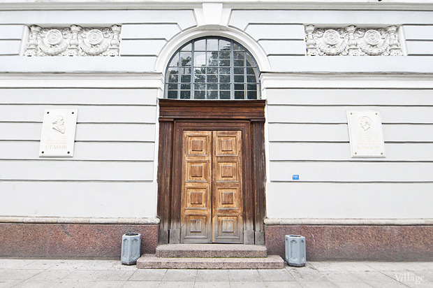 Фасад здания на площади Островского. Изображение № 4.