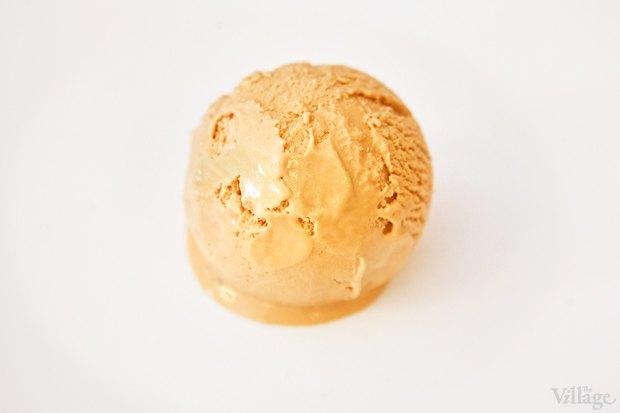 Рецепты шефов: Мороженое счаем матча, с малиной исмоцареллой и базиликом. Изображение № 8.