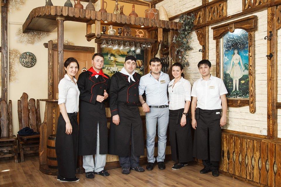 Первые лица: Какподбирают официантов в«Чито-Ра». Изображение №1.