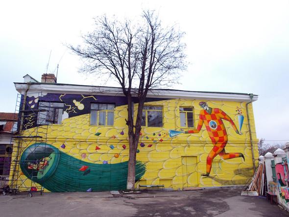 Административное здание галереи «Лавра». Работа киевских граффитчиков Interesni Kazki. Изображение № 2.