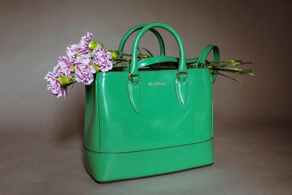 Яркие цветы и сумки. Изображение № 9.