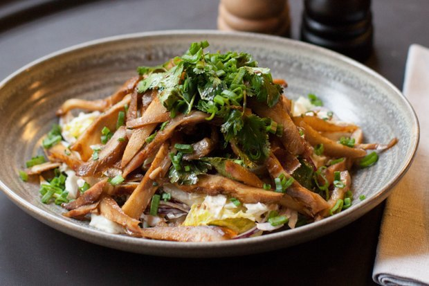 Насколько разные блюда приготовят 10шеф-поваров изодного продукта— капусты. Изображение № 9.