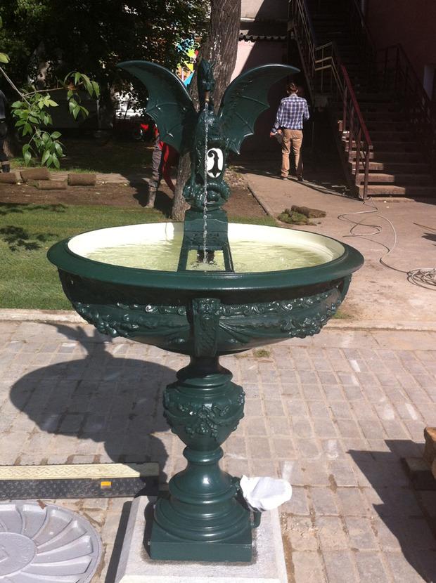 В саду Баумана появился базельский фонтан-василиск. Изображение №1.