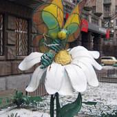 В парке Шевченко установили памятник бабушке. Изображение № 6.