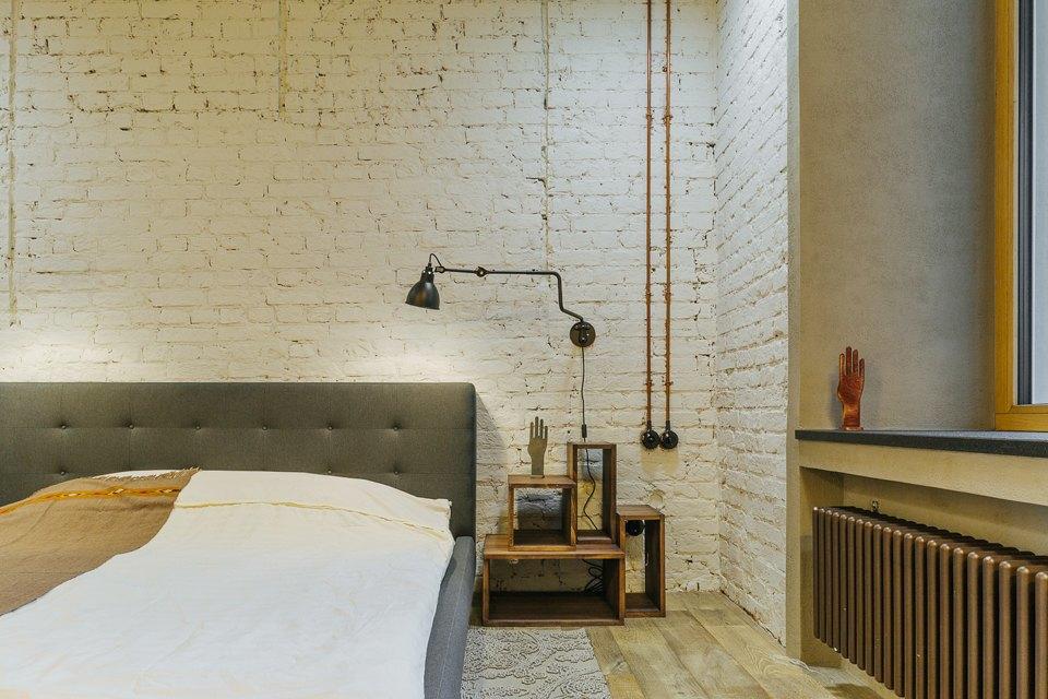 Четырёхкомнатная квартира наОстоженке скрасным холодильником и медными трубами. Изображение № 12.