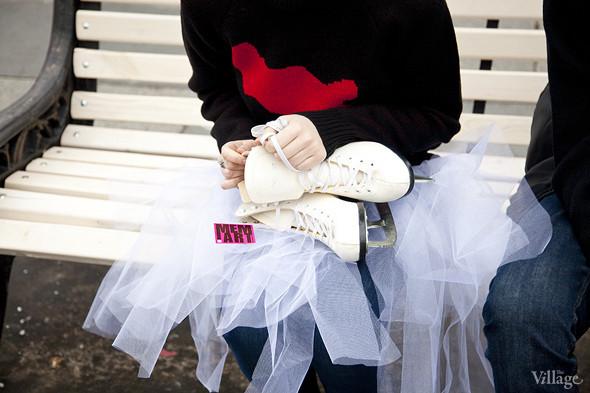 Все повязаны: Шапки, варежки, шарфы на катке. Изображение № 11.