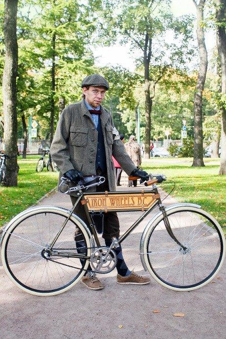 C твидом на город: участники веловояжа в Петербурге о ретро-вещах. Изображение № 44.