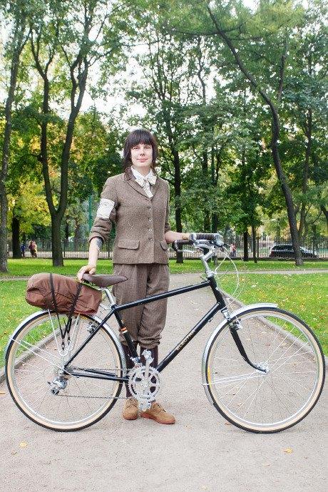 C твидом на город: участники веловояжа в Петербурге о ретро-вещах. Изображение № 33.