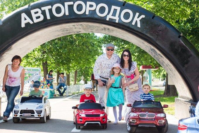 На ВДНХ открылась детская площадка смоделями машин Mercedes и Jaguar. Изображение № 2.