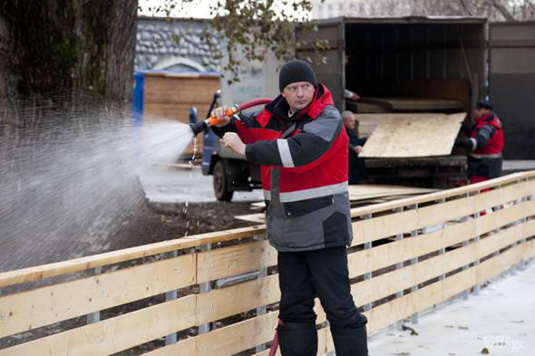 В парке Горького залили каток. Изображение № 6.